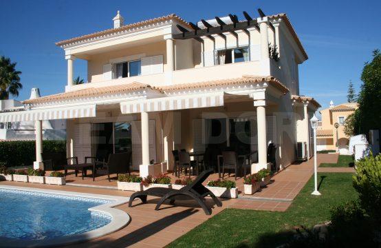Villa 3 chambres avec piscine et jardin- Vilamoura