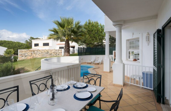 3 bedroom apartment with pool in Vale de Lobo