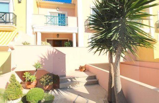 Moradia V4 em Faro com piscina