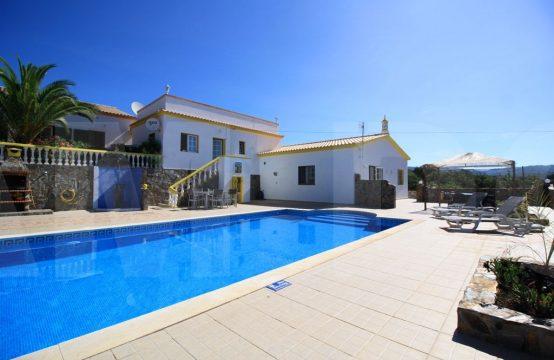 Moradia terrea V7 com anexos e piscina – Salir