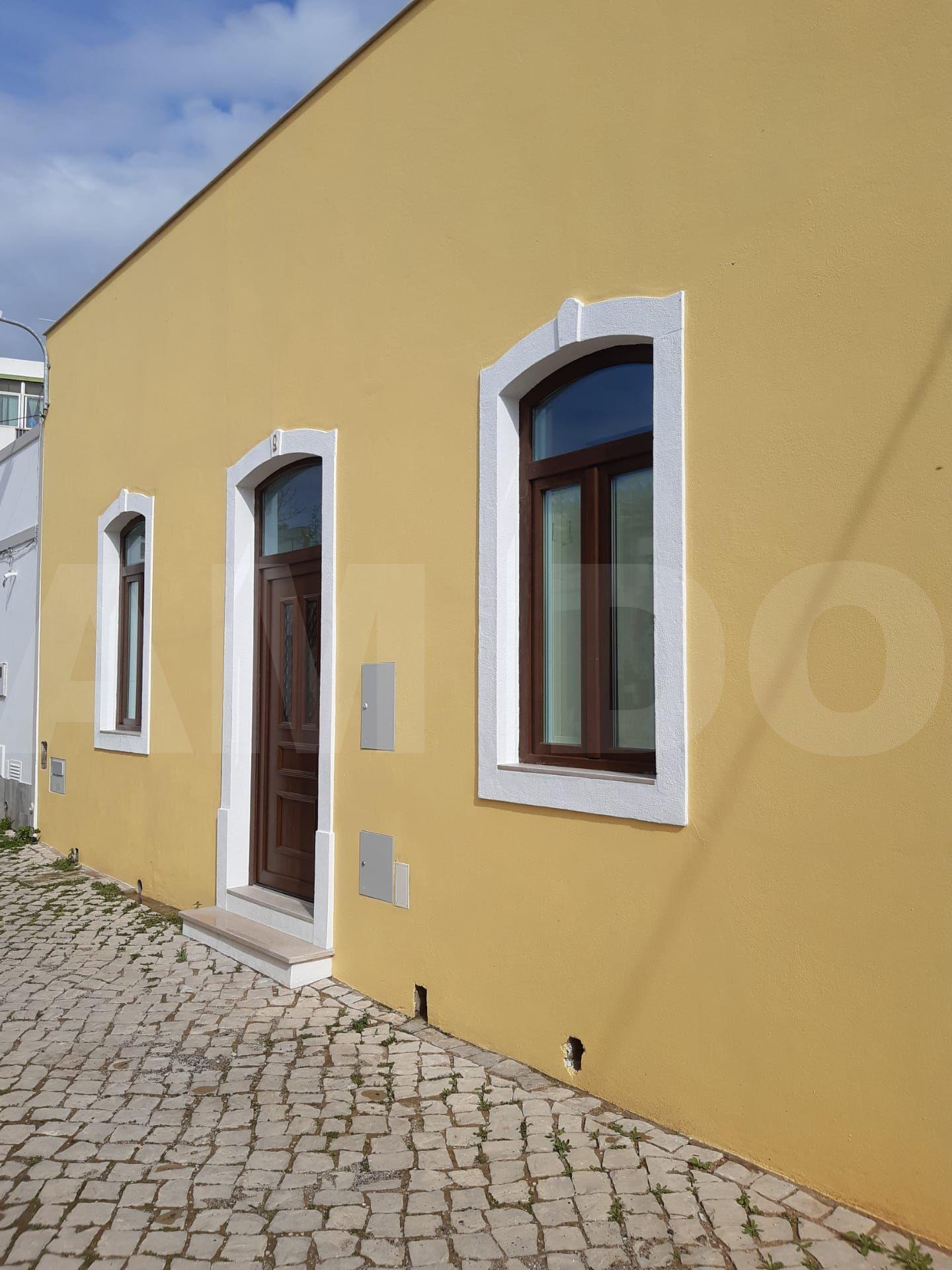 Casa em fase de restauro com 3 quartos – Loulé