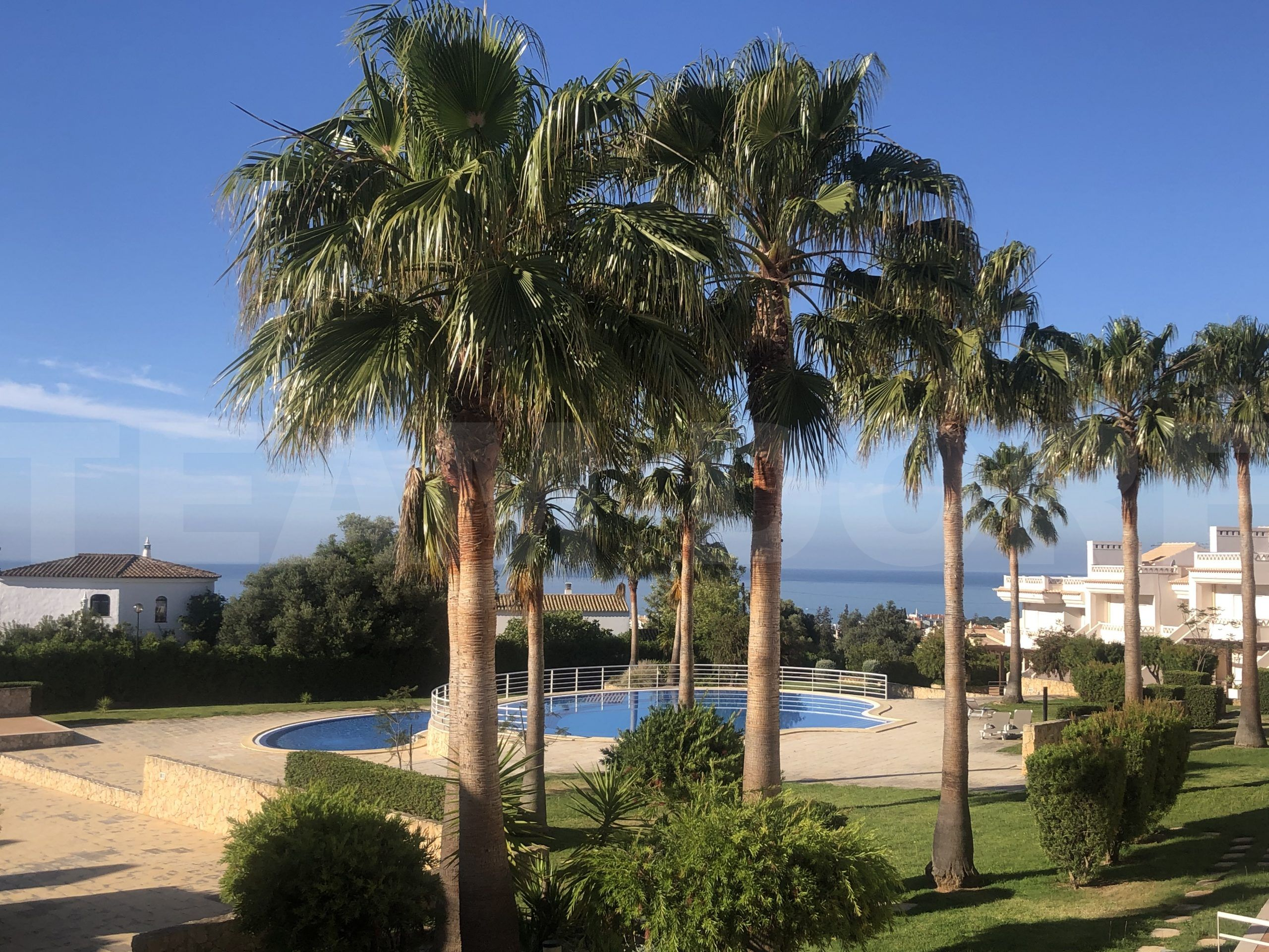 T2 Apartment in Albufeira with Pool and See View